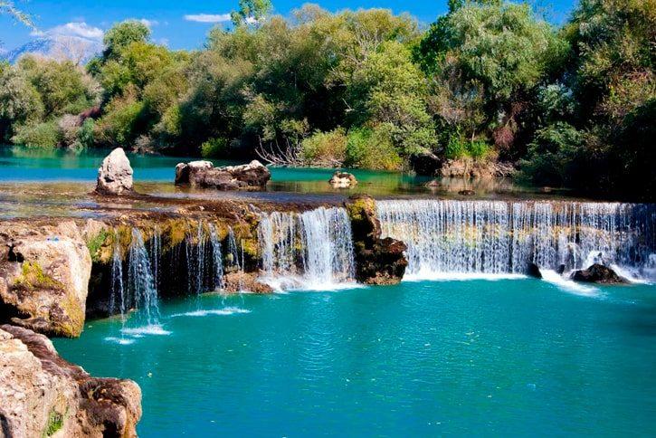 Водопад Манавгат расположен в 3 километрах от Сиде и неподалеку от одноименного города