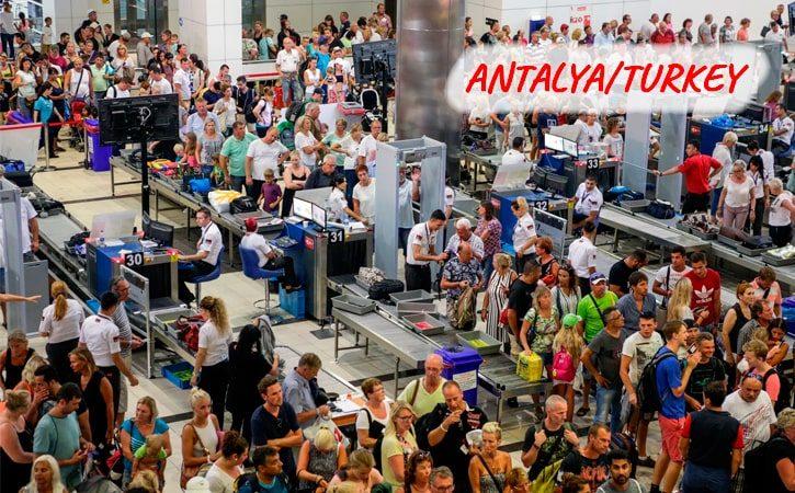 Поток туристов. Анталья/Турция 2020 год