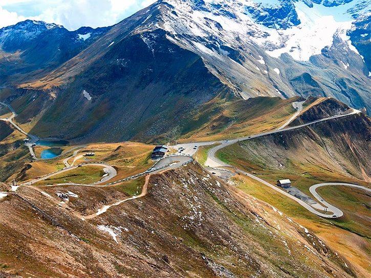 Вид на высокой альпийской дороге Гроссглокнер (Hochalpenstrasse)