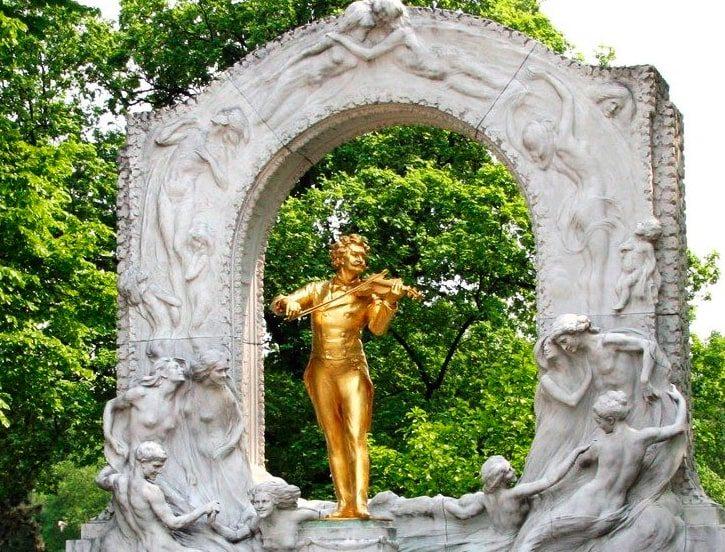 Иоганн Штраус статуя в Вене Stadtpark