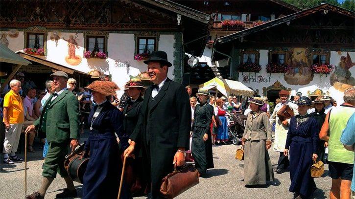 Прохожие в Австрии
